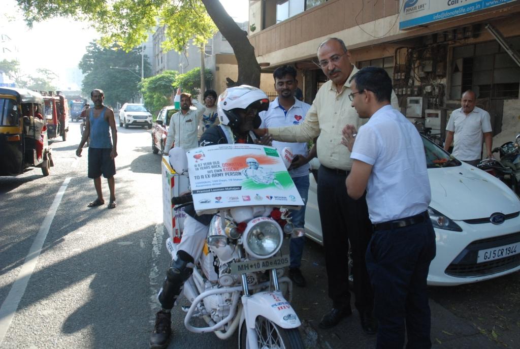 Donate Life welcomes Mr Pramod Laxam Mahajan in Surat who is the volunteer of Rebirth foundation