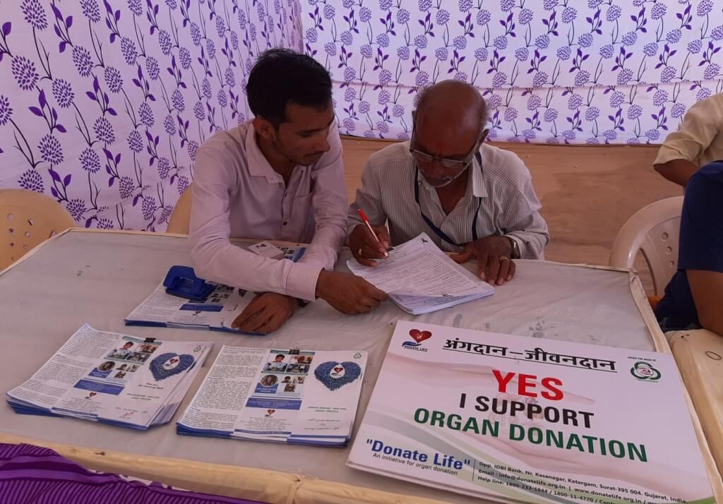 Samst Jodhani Family's Organized Ram Katha at. Hadmatiya Hanumanji Temple, Krushnagadh, Ta. Lathi, Dist. Amreli Donate Life aware the devotees about the important of cadaver organ donation during the Ram Katha.