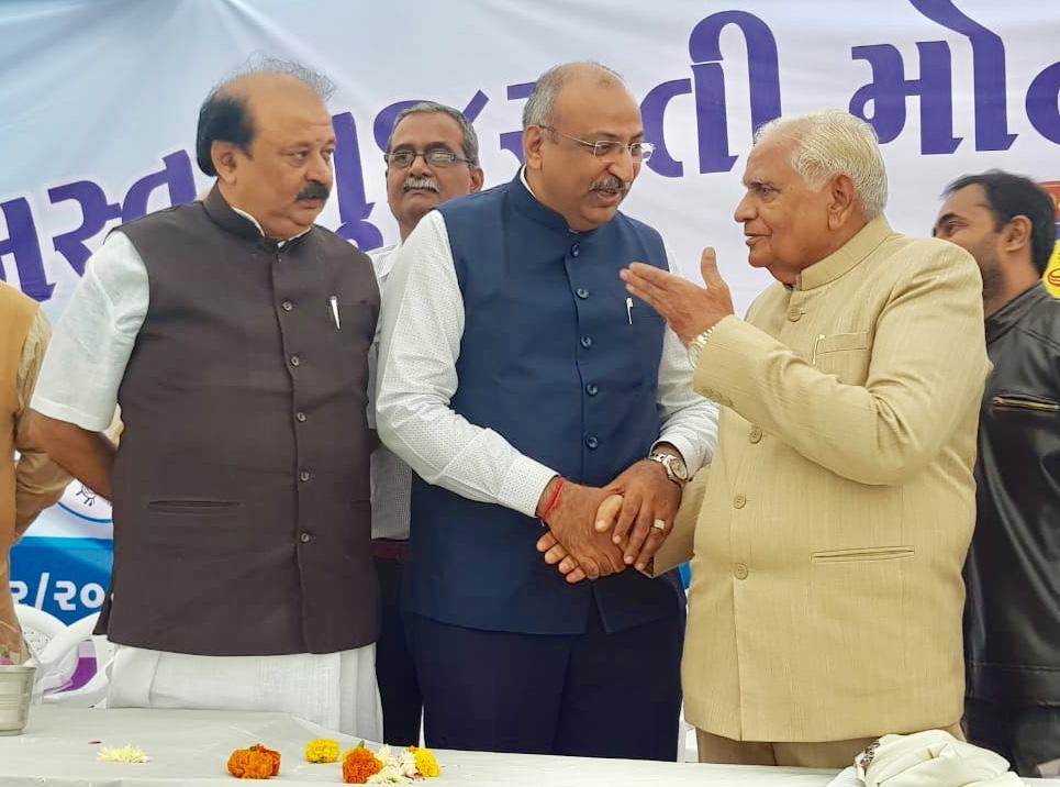 Nilesh Mandlewala Founder & President, Donate Life was felicitated by  Shri Somabhai Modi President of Samast Gujarati Modh Modi Samaj Trust at Ahmedabad on 15th December 2019.