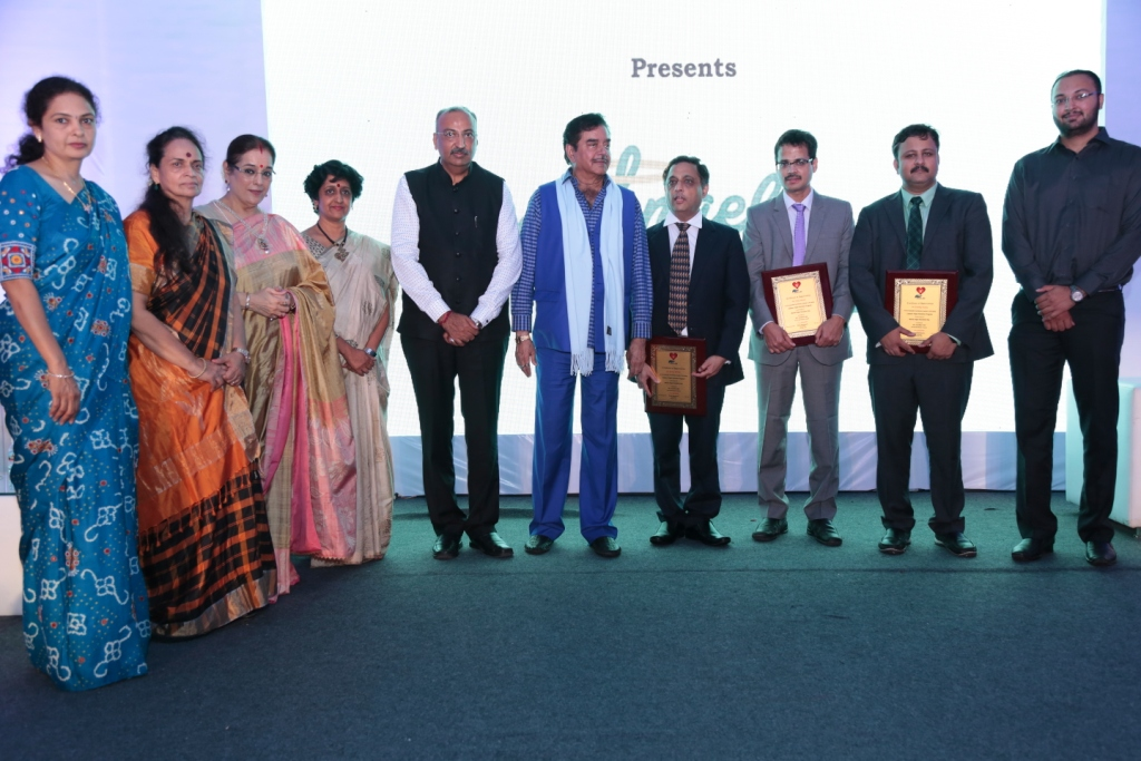 Donor family felicitated by Shatrugna Sinha in Fortis Hospital Mumbai